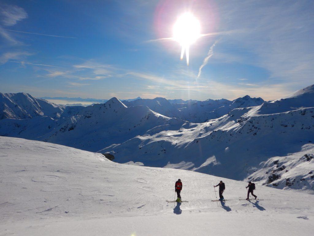 Depuis quelques temps j'observais ce massif Piémontais en bordure de la plaine du Pô, sans grosse station de ski, juste des vallées, des glaciers, des villages.